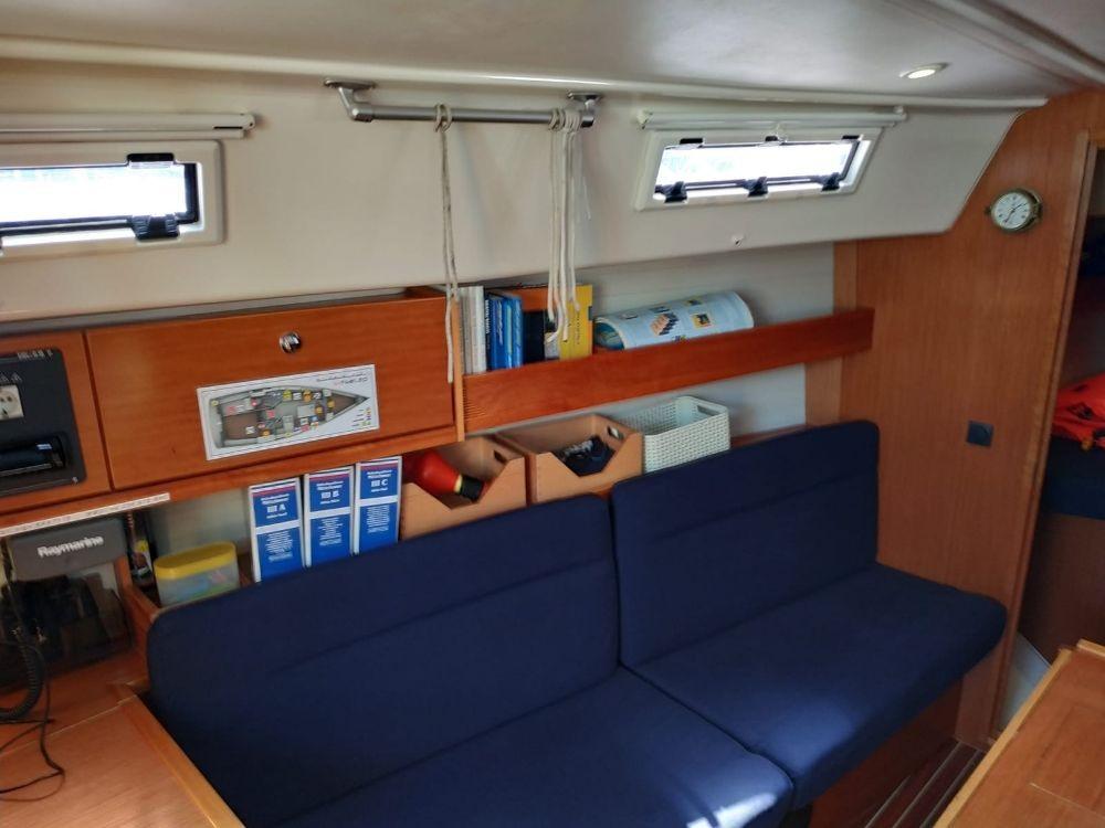 Boat rental Bavaria Cruiser 32 in Jezera on Samboat