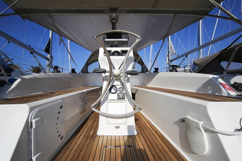 Rental yacht Jezera - Bavaria Cruiser 32 on SamBoat