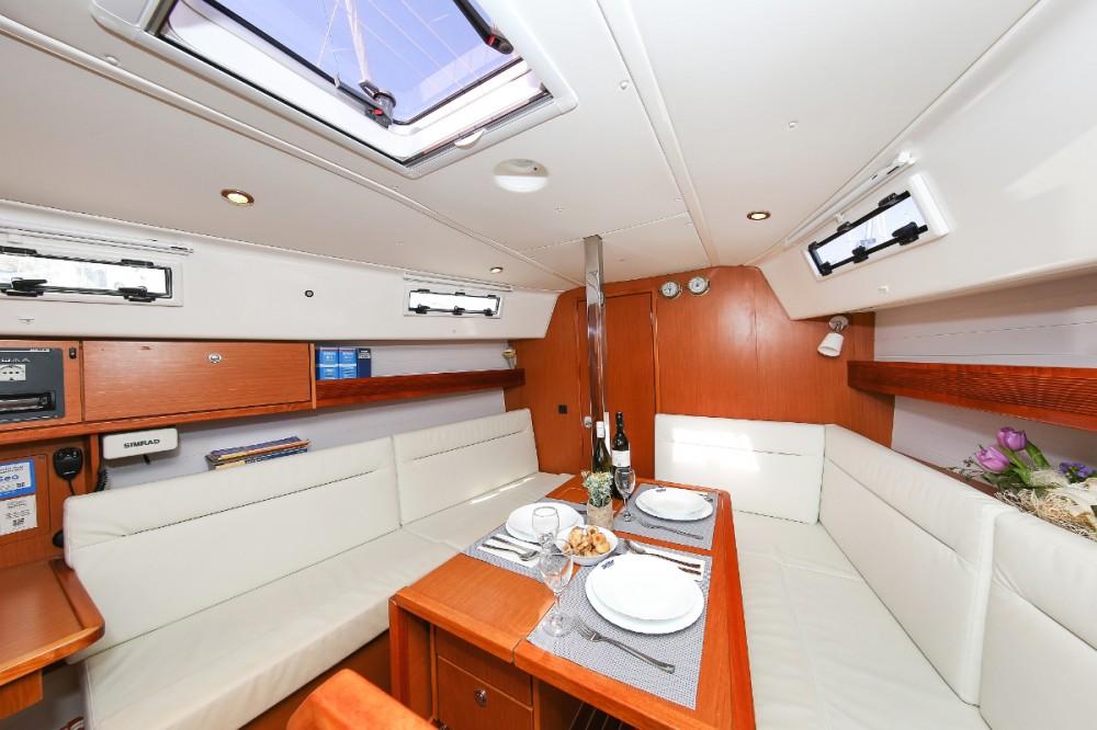 Bavaria Cruiser 32 between personal and professional Jezera