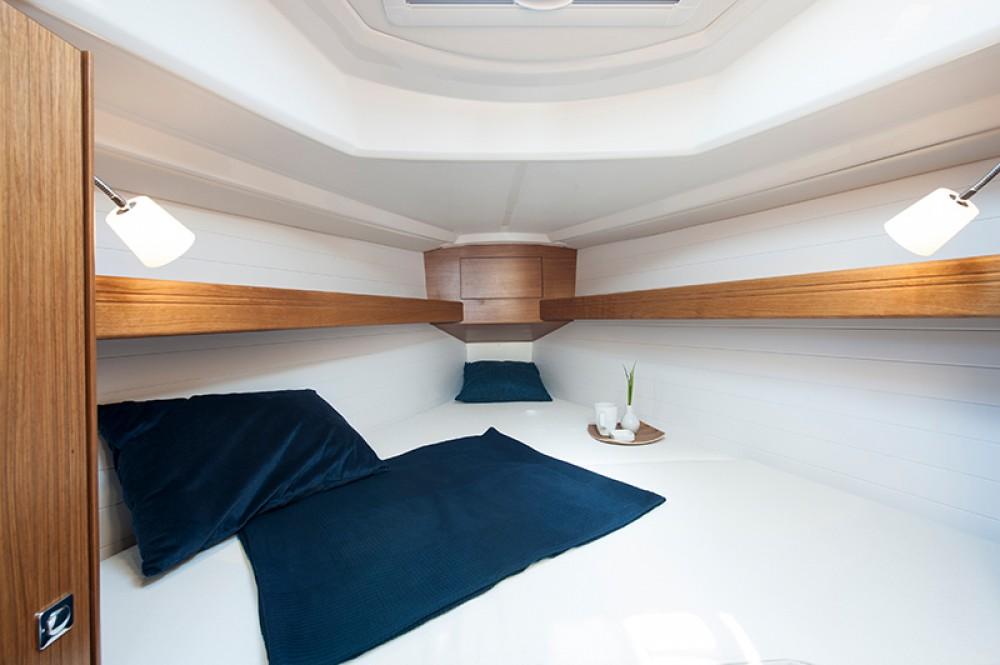 Boat rental Bavaria Bavaria Cruiser 33 in Lelystad-Haven on Samboat