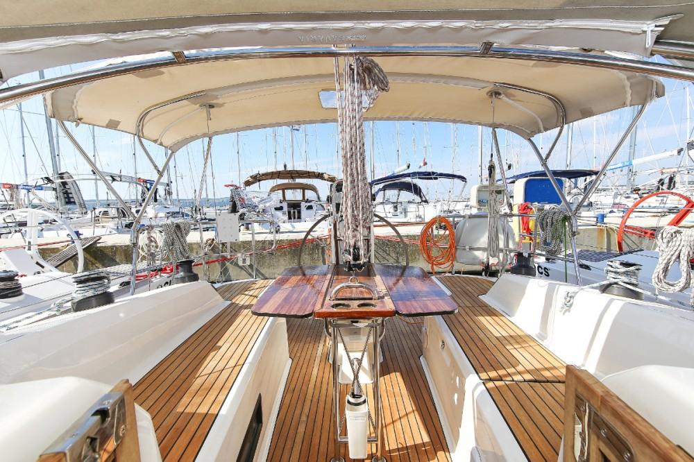 Rent a Bavaria Cruiser 33