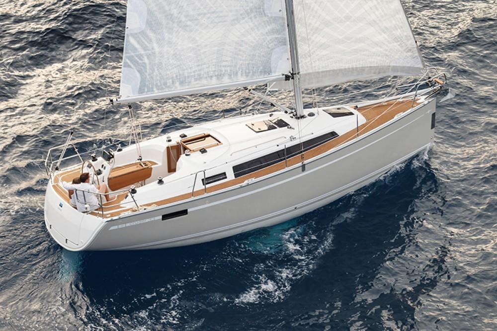 Boat rental Bavaria Bavaria Cruiser 33 in Croatia on Samboat