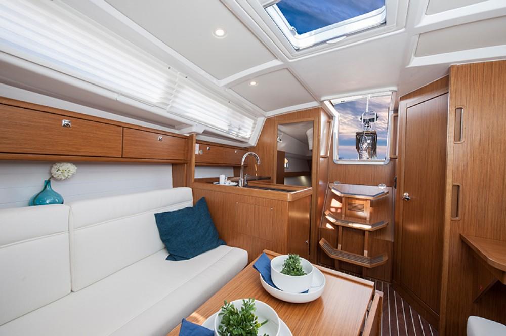 Rental Sailboat in Jezera - Bavaria Bavaria Cruiser 33