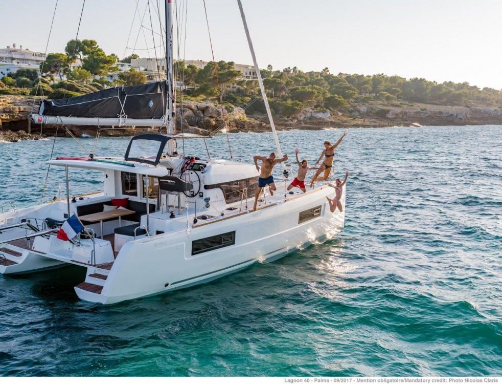 Boat rental Lagoon Lagoon 40 - 4 + 2 cab  in Peloponnese on Samboat