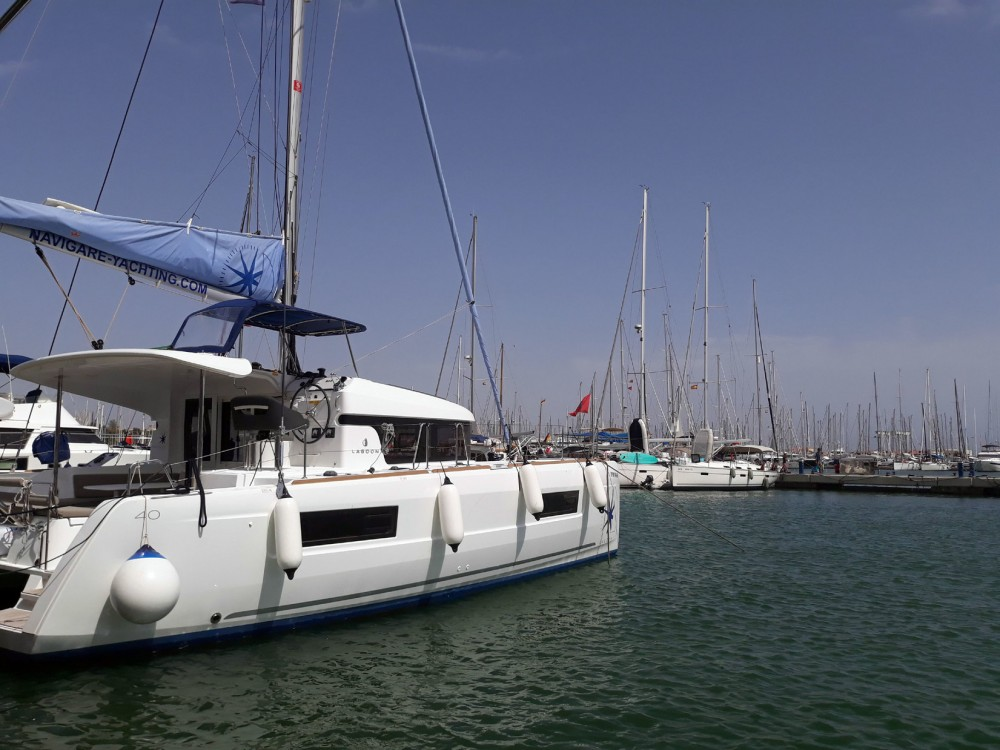 Boat rental Lagoon Lagoon 40 - 4 + 2 cab  in Balearic Islands on Samboat