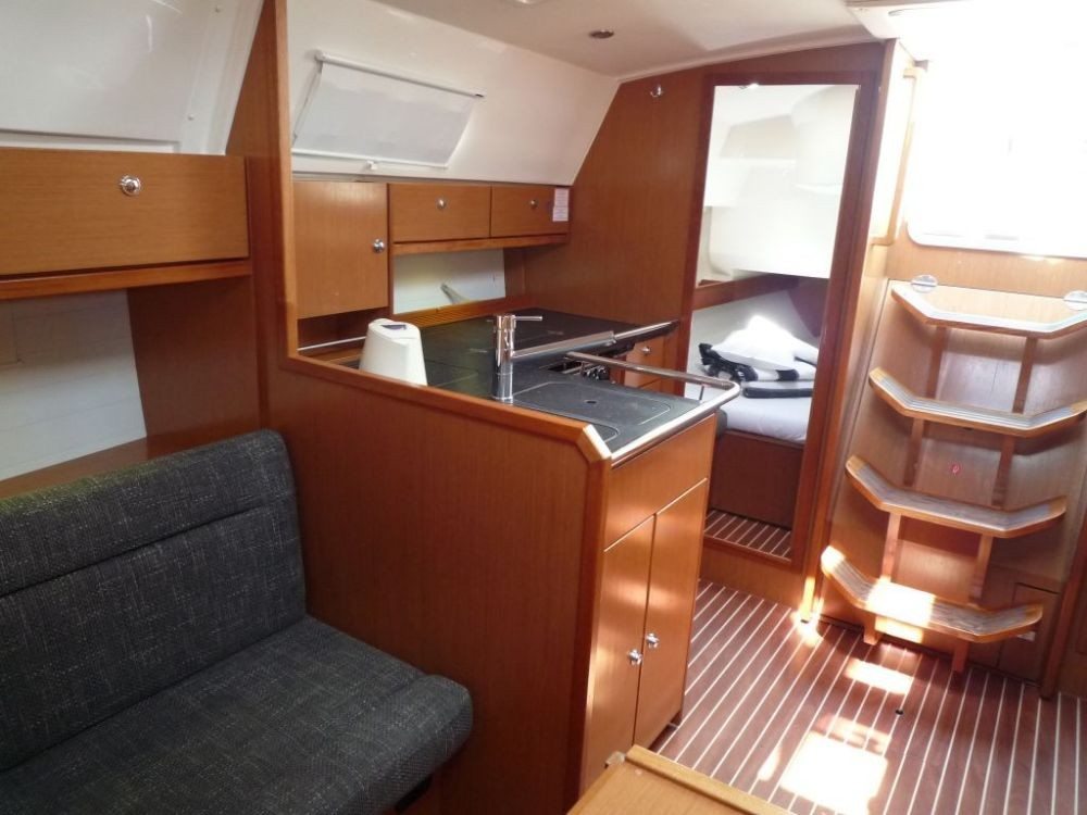 Rent a Bavaria Cruiser 36 Vólos