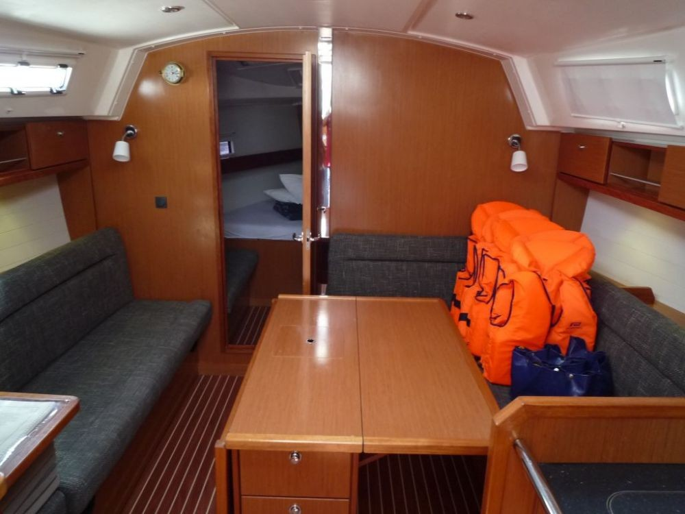 Rental Sailboat in Vólos - Bavaria Cruiser 36