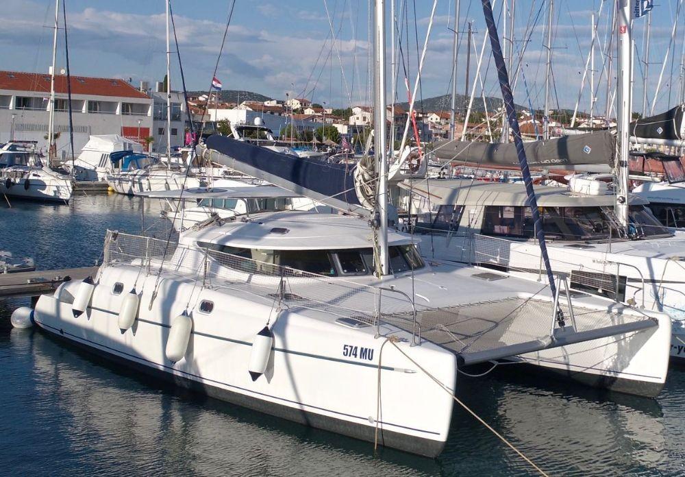 Boat rental  cheap Athena 38