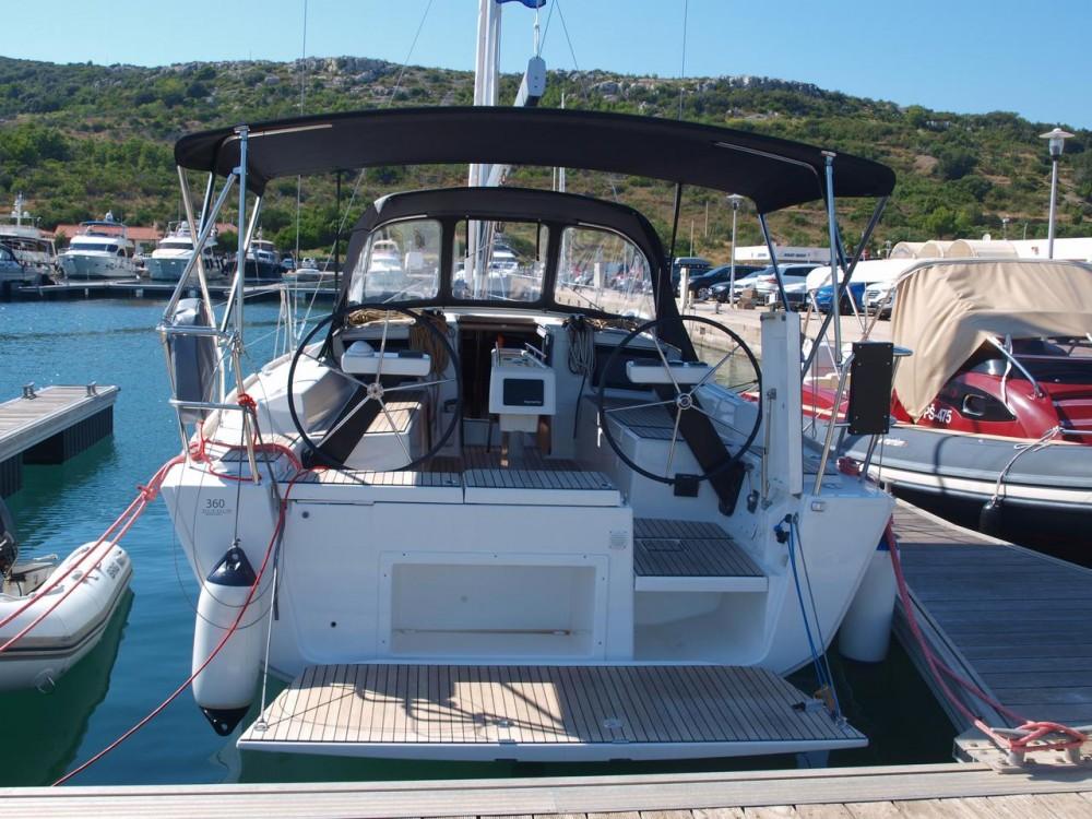 Rental Sailboat in Primošten - Dufour Dufour 360 Grand Large
