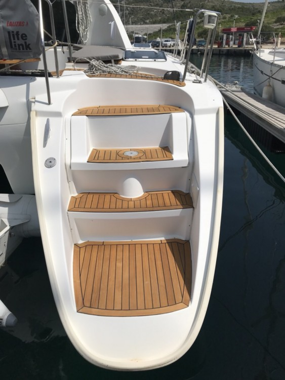 Boat rental  cheap Lagoon 410