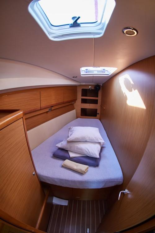 Rental Sailboat in Primošten - Jeanneau Sun Odyssey 44i