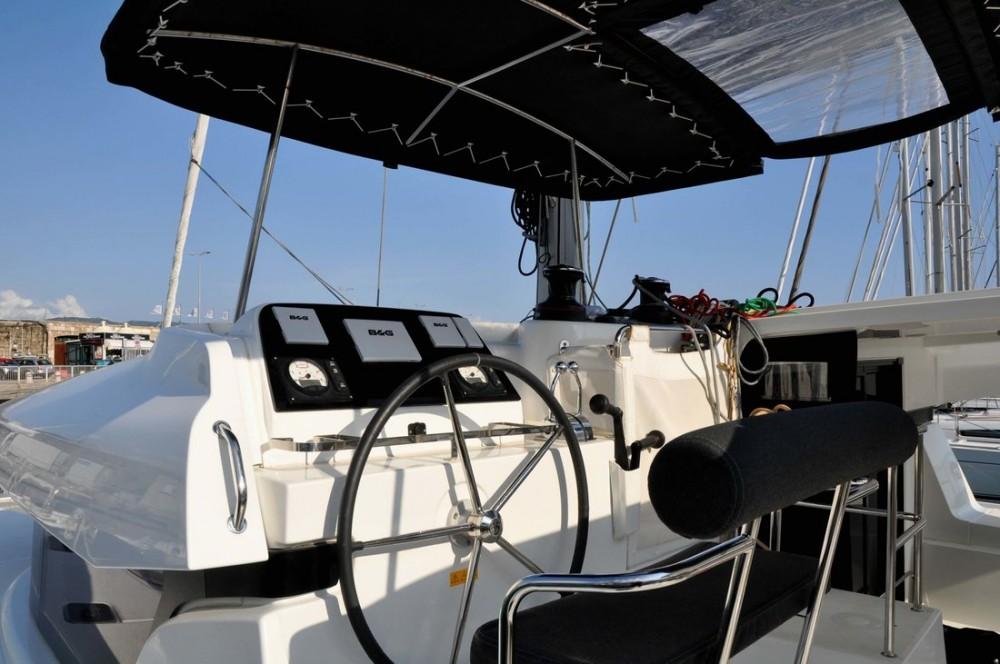 Boat rental Lagoon Lagoon 42 - 4 cab. in Campania on Samboat