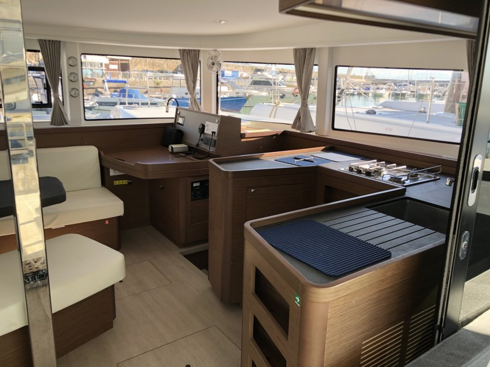Rental yacht Campania - Lagoon Lagoon 42 - 4 cab. on SamBoat
