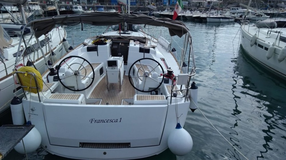 Sailboat for rent Campania at the best price