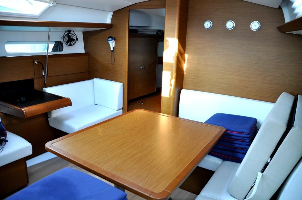 Rental yacht Campania - Jeanneau Sun Odyssey 419 on SamBoat