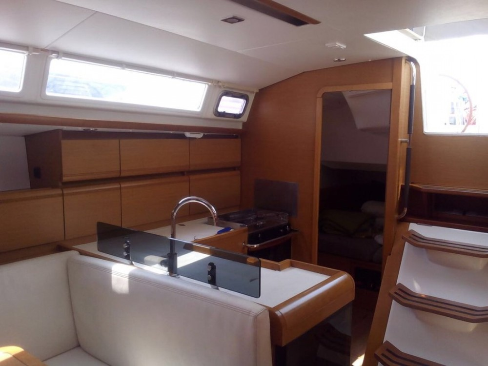 Rental Sailboat in Campania - Jeanneau Sun Odyssey 439