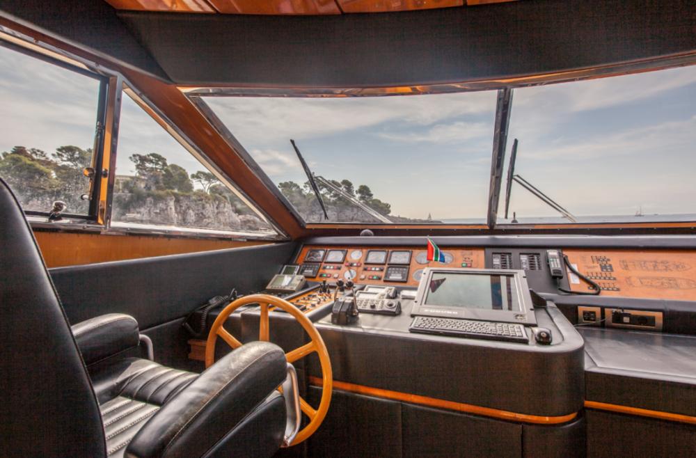 Rental Yacht San Lorenzo with a permit
