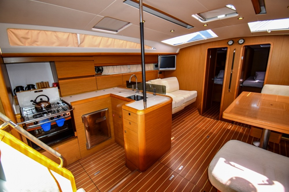 Jeanneau Jeanneau 53 between personal and professional