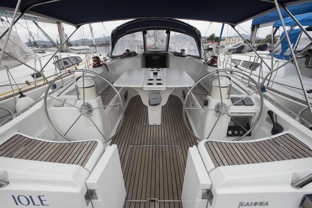 Boat rental Jeanneau Sun Odyssey 45.1 - 4 cab. in Vólos on Samboat