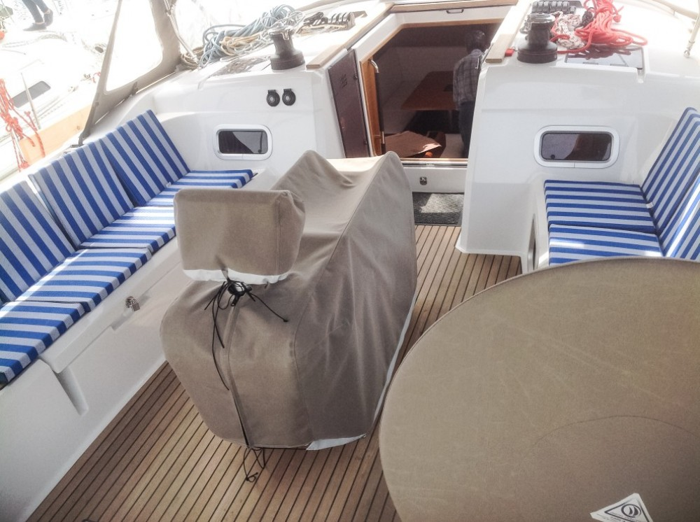 Sailboat for rent Péloponnèse at the best price