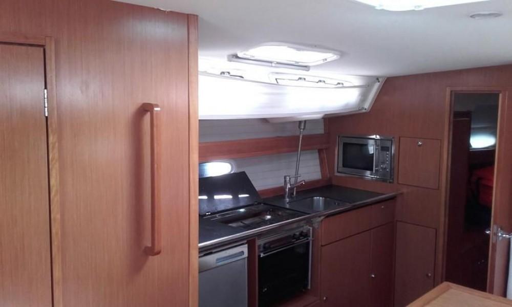 Boat rental Bavaria Bavaria 43 Cruiser in Mykonos on Samboat