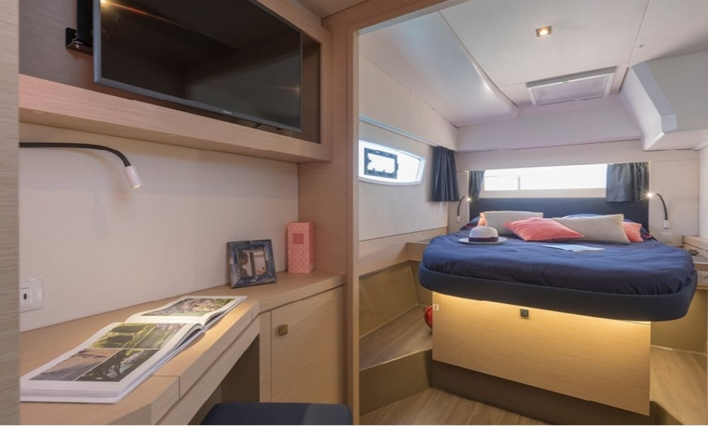 Boat rental Fountaine Pajot Fountaine Pajot Astrea 42 in Peloponnese on Samboat