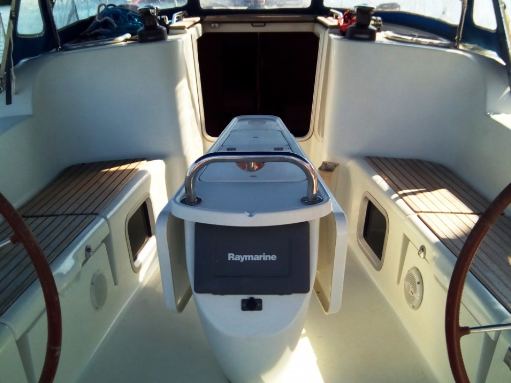 Jeanneau Sun Odyssey 42i between personal and professional Attica