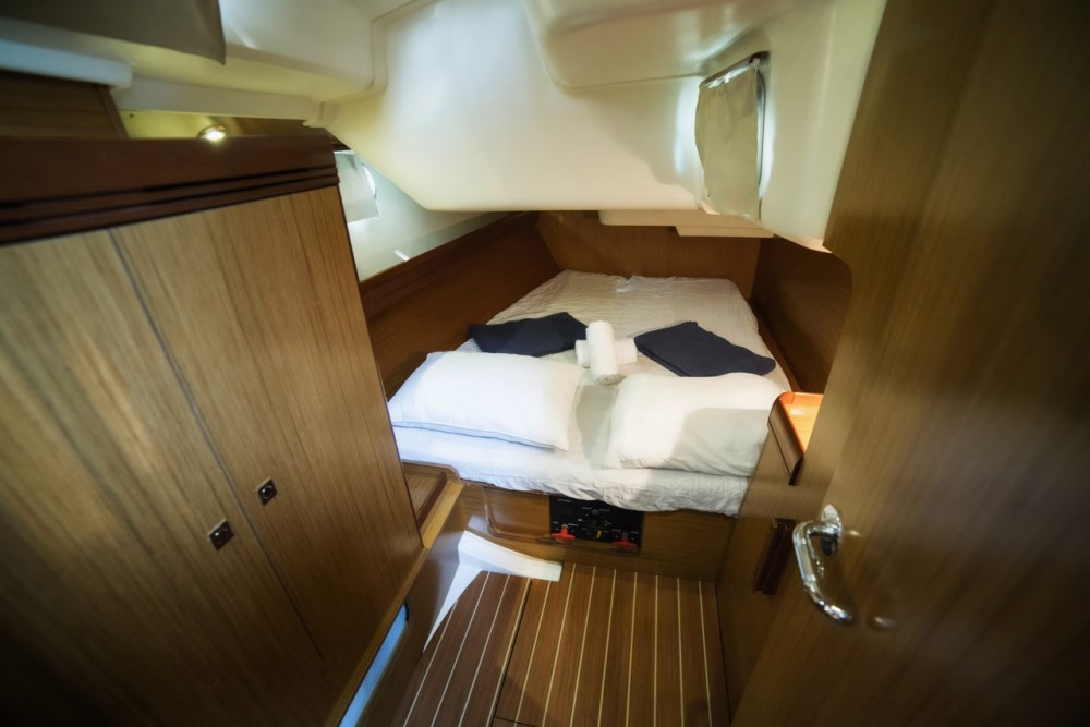 Jeanneau Sun Odyssey 42i between personal and professional Vólos