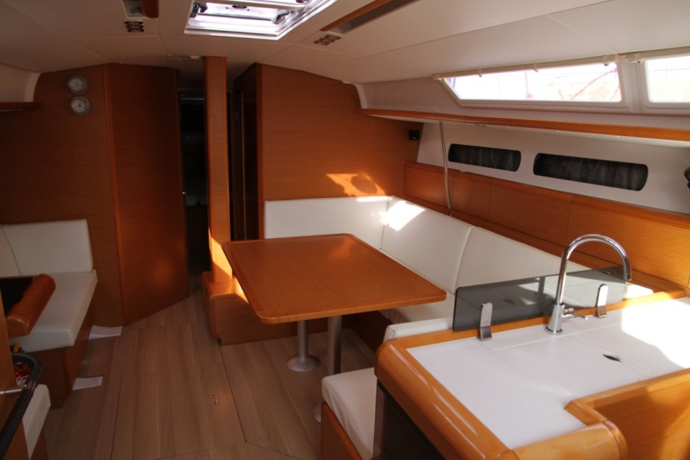 Jeanneau Sun Odyssey 439 between personal and professional Páros