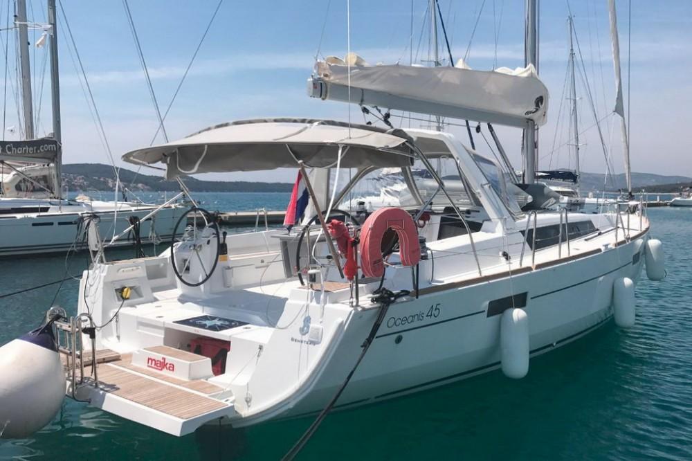 Boat rental Bénéteau Oceanis 45 - 4 cab. in Seget Donji on Samboat