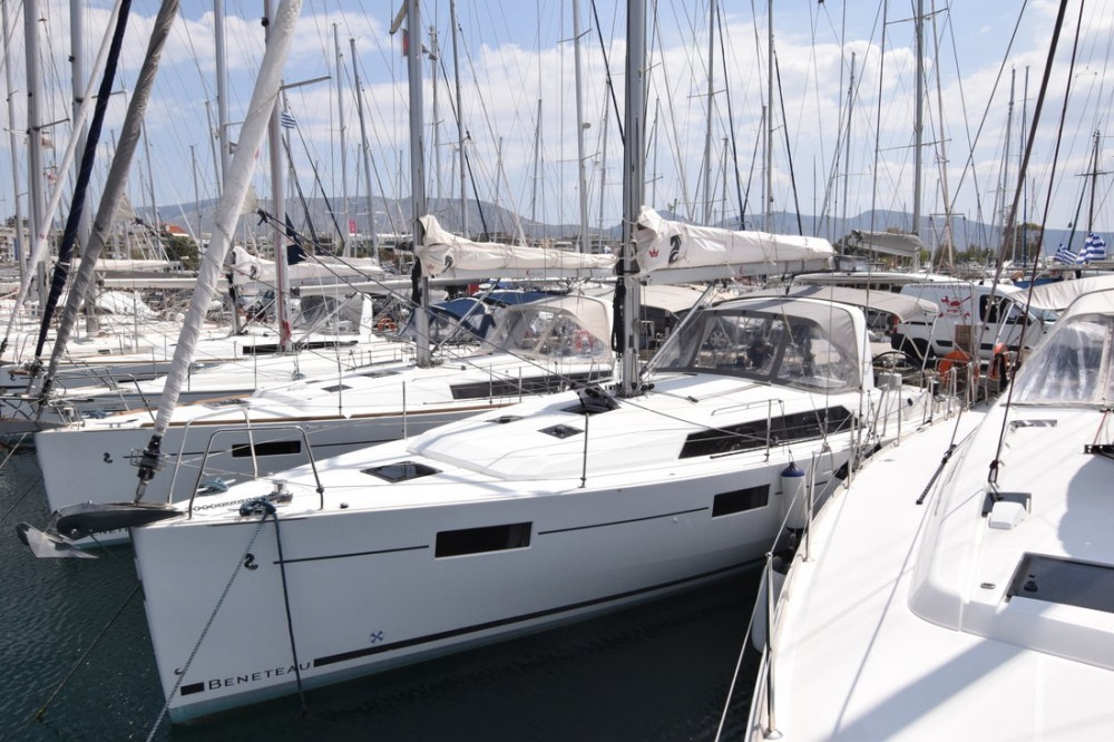 Boat rental Bénéteau Oceanis 41.1 in Peloponneso on Samboat