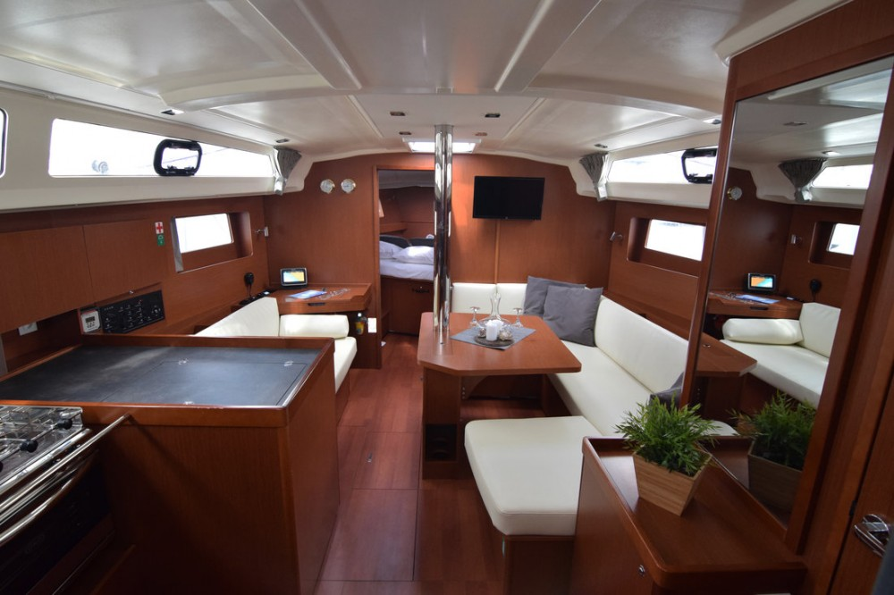 Sailboat for rent Peloponneso at the best price