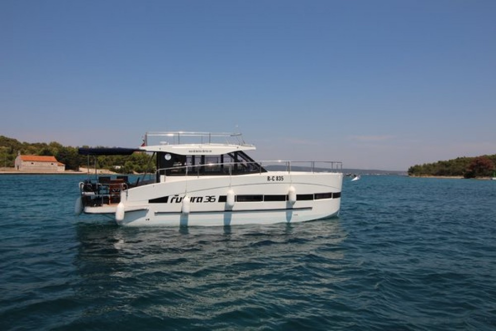 Rent a Futura-Yachts Futura 36