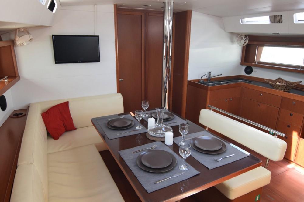 Boat rental Bénéteau Oceanis 48 - 5 cab. in Peloponnese on Samboat