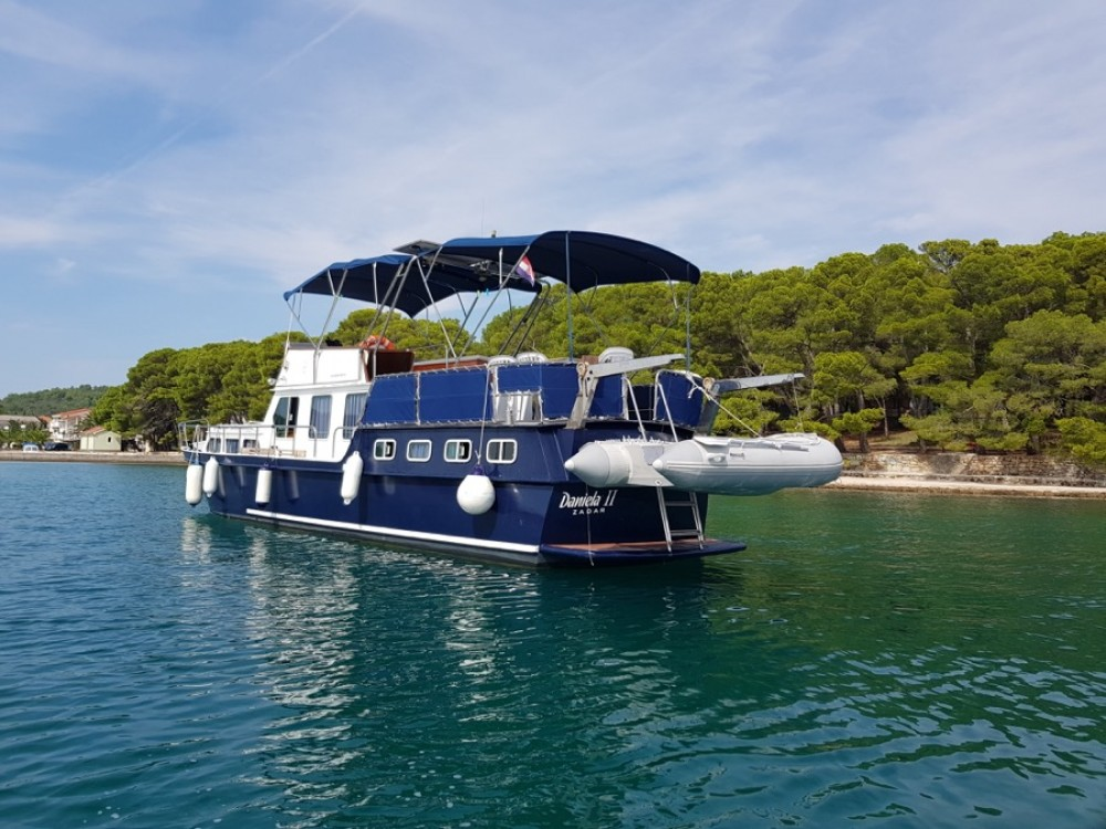 Rental Motorboat De-Groot with a permit