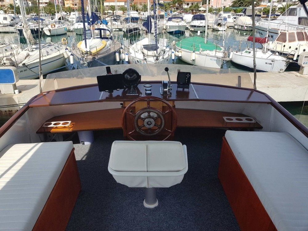 Hire Motorboat with or without skipper De-Groot Općina Kukljica