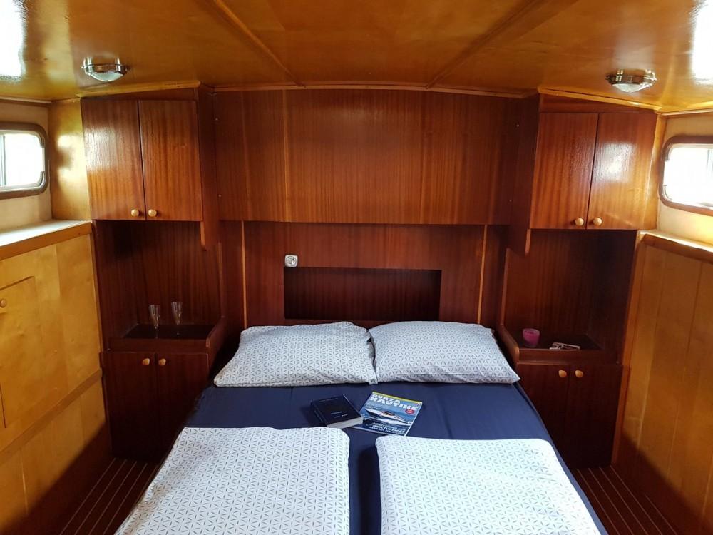 Motorboat for rent Općina Kukljica at the best price