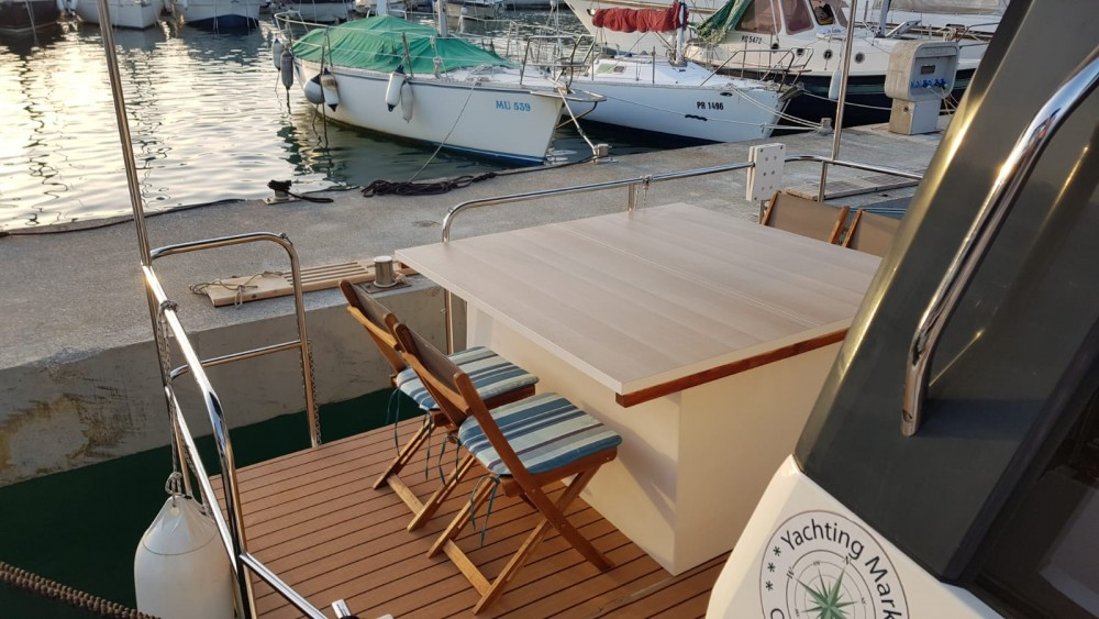 Motorboat for rent Općina Kukljica at the best price