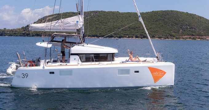 Hire Catamaran with or without skipper Lagoon Lefkada (Island)