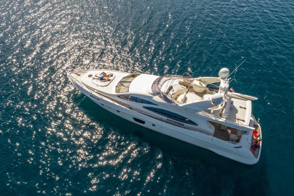 Boat rental Azimut-Benetti-Yachts Azimut 68 EVO - 4 cab. in Split on Samboat