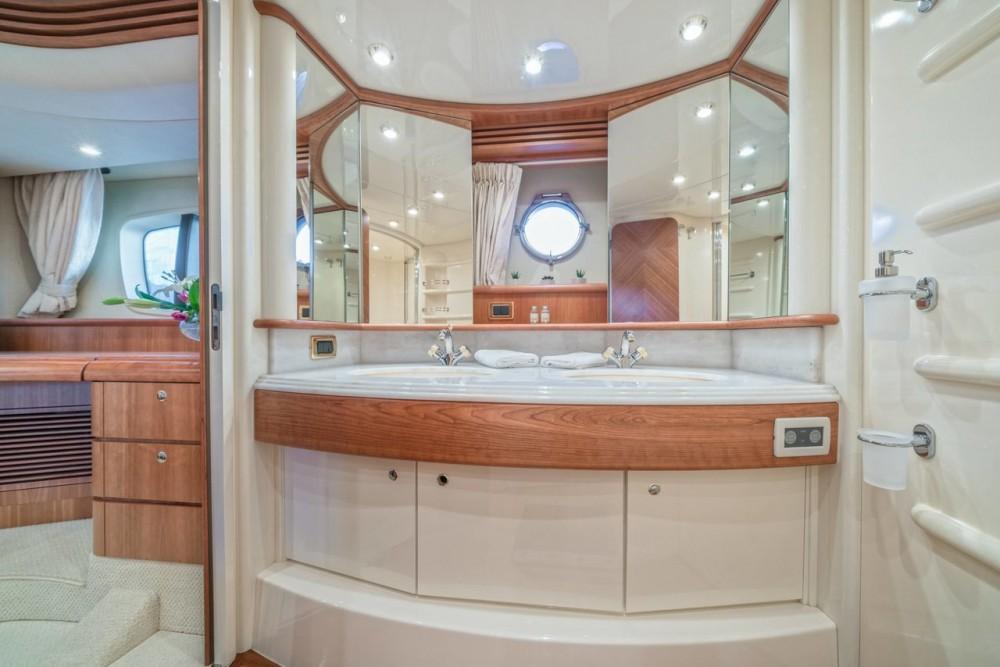 Rent a Azimut-Benetti-Yachts Azimut 68 EVO - 4 cab. Split