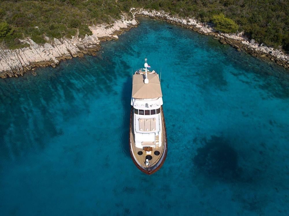 Rental Yacht Broward with a permit