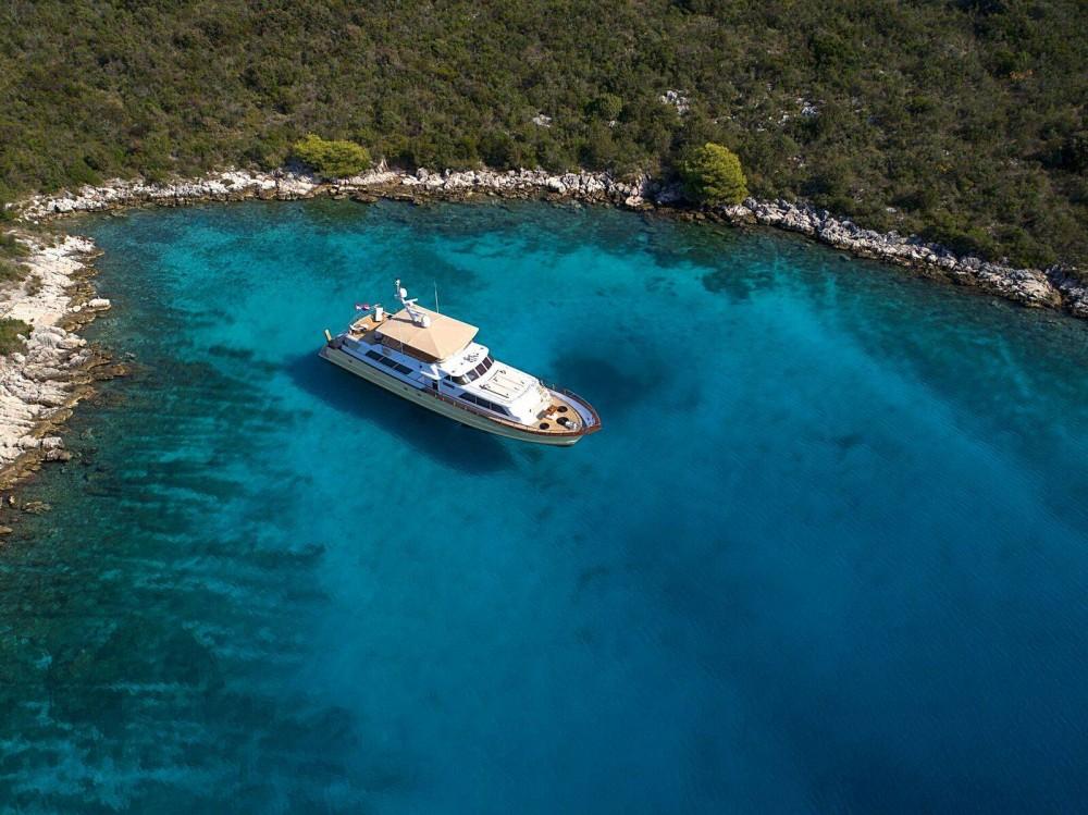 Boat rental  cheap Broward 30M