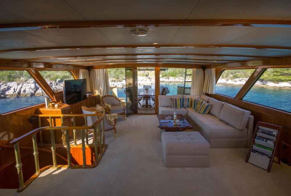 Rental Yacht in  - Broward Broward 30M