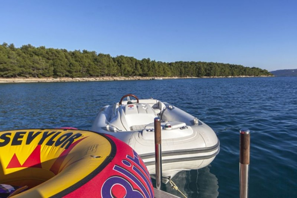 Rental Motorboat Maiora-Fipa-Group with a permit