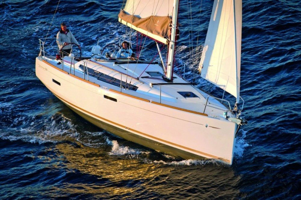 Jeanneau Sun Odyssey 389 between personal and professional Portocolom