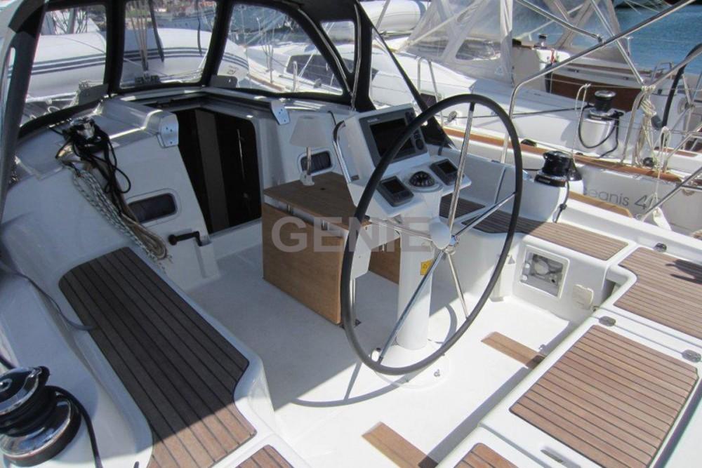 Boat rental Bénéteau Oceanis 37 in Peloponnese on Samboat