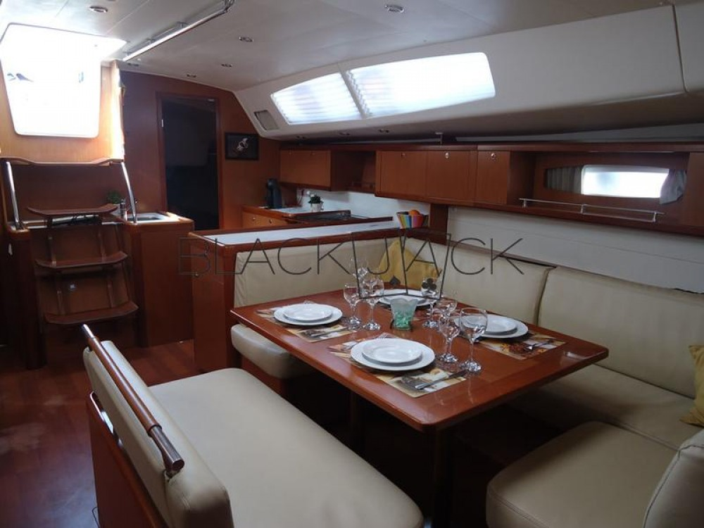 Bénéteau Oceanis 54 - 4 cab. between personal and professional Peloponnese