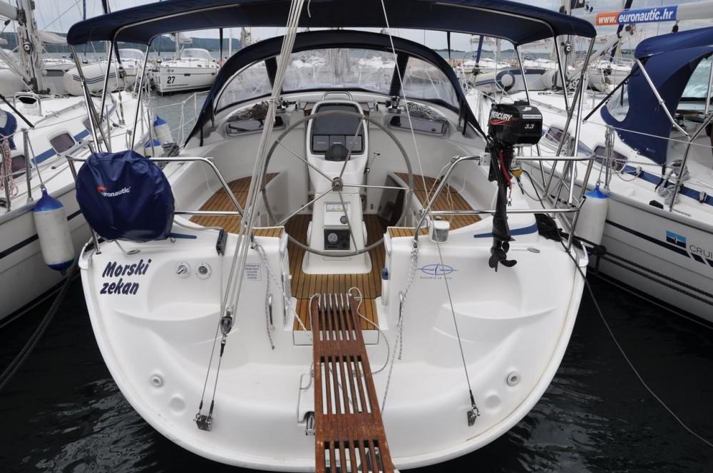 Rent a Bavaria Cruiser 37 Pirovac