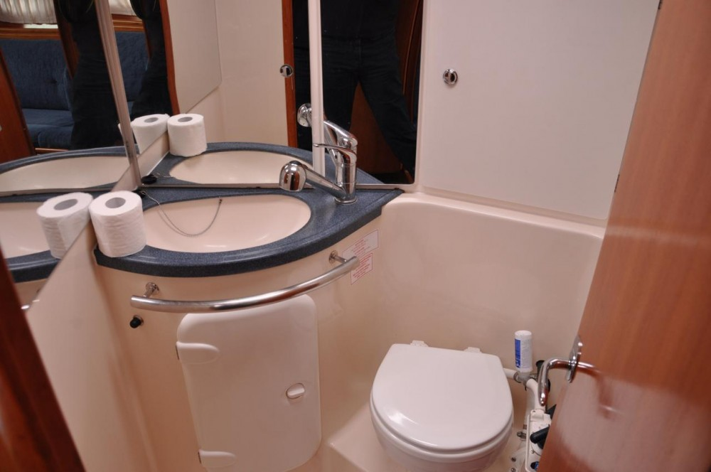 Rental Sailboat in Pirovac - Bavaria Cruiser 37